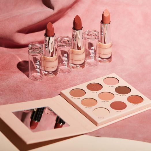 1 Nude Beige Palette 03 + 2 Nude lipsticks + 1 free lipstick